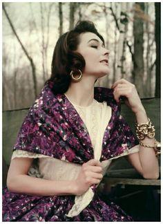 Anne Gunning Photo Milton Greene1953