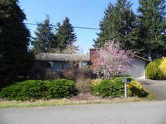 Front view of home. #FrontDoorRealty #FrontDoorNW #HomesForSale #PDX #Portland #PortlandOR #PortlandHomesForSale #OregonHomesForSale #OneLevelHomes #RealEstate #PortlandORRealEstate #RealEstateForSale #Auction #AuctionProperty #AuctionHomesForSale