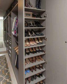 Unique closet design ideas will definitely help you utilize your closet space appropriately. An ideal closet design is probably the […] Wardrobe Design Bedroom, Master Bedroom Closet, Bedroom Wardrobe, Wardrobe Closet, Diy Bedroom, Trendy Bedroom, Bedroom Ideas, Master Suite, Shoe Rack Bedroom
