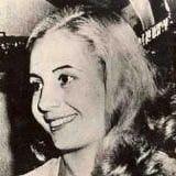 Argentina fue en favor de Evita como vice presidente, pero las clases militares y superiores se oponian a la idea de una ex actriz que ejecuta el pais si su exposo murio. Incluso Peron se sorprendio de la cantidad de apoyo a Evita, ella le mostro lo importante que ella se habia convertido a su presidencia. CA y JC