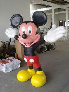 Mickey Sculpture Art, Garden Sculpture, Pinata Ideas, Bolo Mickey, Disney Home, Mickey Mouse Birthday, Paper Mache, Playground, Projects To Try