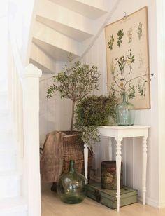 Har du också en vrå som inte går att använda till något vettigt? Så här lätt förvandlar du den till en skön, grön plats med hjälp av växter, en växtplansch och gröna inredningsdetaljer.