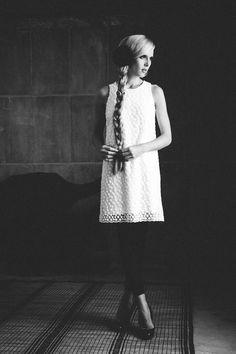 Minikleid im 60er Jahre Stil in süßer Hängerform mit kleinem Schmuckknopf hinten am Ausschnitt – einfach entzückend.