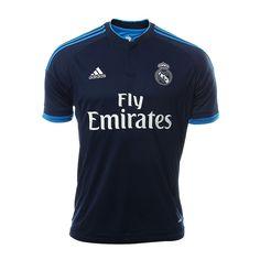 Adidas presenta el jersey tercero del Real Madrid para la temporada 2015/16. Lleva la nueva piel de los merengues y apoya a uno de los mejores equipos de futbol del mundo. Este nuevo jersey tercero cuenta con un diseño en tono azul y un cuello con botones. El escudo del club en el pecho, es el distintivo que recuerda porque el Real Madrid es el club más dinámico del mundo.  Apoya a los mejores y porta el jersey de la tercer equipación de los merengues con este jersey tercero Adidas Real…