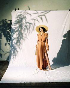 Photography Backdrops, Light Photography, Creative Photography, Portrait Photography, Concept Photography, Fashion Photography Inspiration, Photoshoot Inspiration, The Secret Garden, Images Instagram