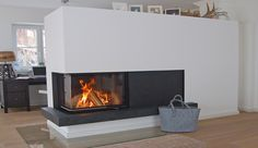 Moderner 2-seitiger Kombiofen mit Speichermaterial für lang anhaltende Wärme. #Speicherofen #Fireplace #HeizkaminModern www.ofenkunst.de