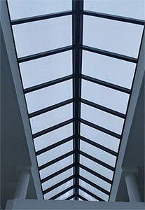 Transparante zonnepanelen in lichtstraat