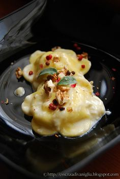Ravioli stuffed with ricotta cheese and pears with brie and pink pepper suce (translation via Google) - Ravioli di ricotta e pere con salsa al brie e pepe rosa