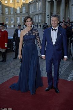 Yesterday, the Danish Royal family, including Crown Princess Mary & Crown Prince Frederik, attended a dinner hosted by Queen Margrethe on… Denmark Royal Family, Danish Royal Family, Crown Princess Mary, Prince And Princess, Royal Princess, Mary Donaldson, Orange Gown, Prince Frederik Of Denmark, Princess Marie Of Denmark