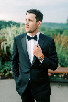 While you will still see photos of wedding parties in classic black suits and plain ties, this is no longer the norm. Grooms are taking more ownership in the wedding planning process and this includes showing off their unique personal style. Lighter colored suits, patterned ties, slim fit pants, and alternative materials are all showing up in wedding day style Groom Outfit, Groom Attire, Wedding Parties, Wedding Suits, Tuxedo Colors, Navy Tuxedos, Tuxedo Shoes, Wedding Ring For Her, Stylish Suit