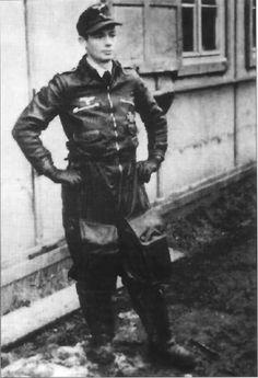 Oberfeldwebel Josef Keil of January Sachau. Luftwaffe, Ta 152, Ww2 Uniforms, Focke Wulf, Flying Ace, The Third Reich, Military Aircraft, Historical Photos, World War Ii