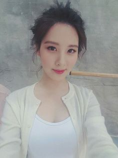 SNSD SeoHyun is off for a 'Cosmopolitan' pictorial