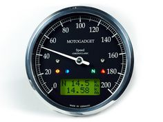 The Chronoclassic speedo from motogadget is a multi-purpose analogue speedometer in a classic round casing. Technically identical to the motoscope classic speedo, it is characterized by its black dial and white indicator. The design is reminiscent of the old Smiths brand of instruments.