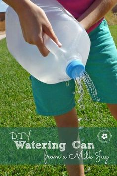 Watering can from a milk jug Recycle a milk jug into a watering can for the garden with the simple tutorial from !Recycle a milk jug into a watering can for the garden with the simple tutorial from ! Diy Projects For Kids, Diy Garden Projects, Diy For Kids, Garden Ideas, Project Ideas, Art Projects, Ana White, Earth Day Activities, Activities For Kids