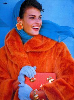 """The News Is Color"", Vogue US, September 1990 Photographer : Patrick Demarchelier Model : Linda Evangelista Fashion Foto, 80s Fashion, Fashion History, Fashion Models, Fashion Beauty, Vintage Fashion, Vintage Beauty, High Fashion, Linda Evangelista"