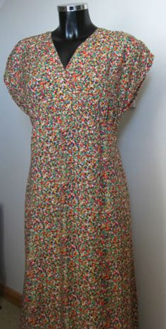 Very-pretty-90s-does-40s-Liberty-style-ditsy-floral-midi-Tea-dress-14-16