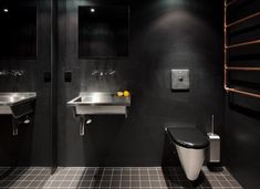 BLACK - Departamento by Malte Wittenberg Architektur. Ph Noshe     #blackbathroom #black #interior #interiorblack #black #bañonegro #negro