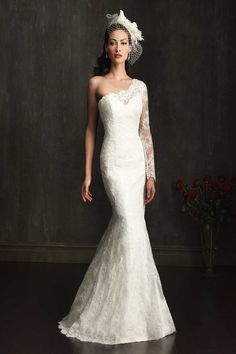 Wedding Dress Neckline: One-shoulder Sleeve: Long sleeve Hem: Floor length Train: Chapel Length Silhouette: Mermaid Fabric:  Lace