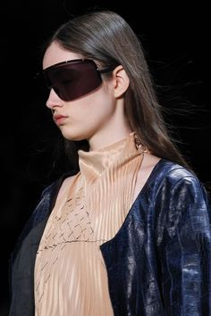 See detail photos for Céline Fall 2016 Ready-to-Wear collection.