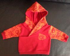 Baby-Kapuzen-Shirt für Gabriel, u.a. mit Hilco Jersey, meine Interpretation vom kostenlosen Tutorial von Leafy Tree Top Spot: http://leafytreetopspot.blogspot.de/2012/10/lapped-front-infant-hoodie-tutorial-and.html?m=1