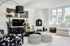 Fehér léckerítés fogad minket a sorházi otthon bejáratánál. Nézz körbe velünk ebben a frissen felújított kertes svédországi házban.