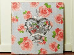 Cuadro de madera diseño rosas y corazón. 20x20cm. (Tela Marinera Decoración)