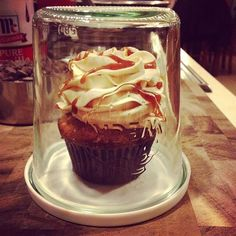 Invert your Weck Jar for a fantastic single cupcake holder!  Great party favor! 742 jar, and large plastic Keep Fresh Cover.