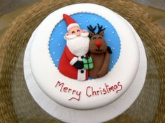 Christmas Cake Decoration Ideas Christmas cake decorating ideas and designs: Christmas cake is a type of fruit cake served during Christmas time in many countries. Here are some Christmas decoration Christmas Cake Designs, Christmas Cupcakes Decoration, Christmas Cake Topper, Christmas Cakes, Xmas Cakes, White Wedding Cakes, Wedding Cakes With Flowers, Flower Cakes, Cake Wedding