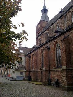 De Grote Kerk in het centrum vanaf de zijkant bezien #hattem #netherlands