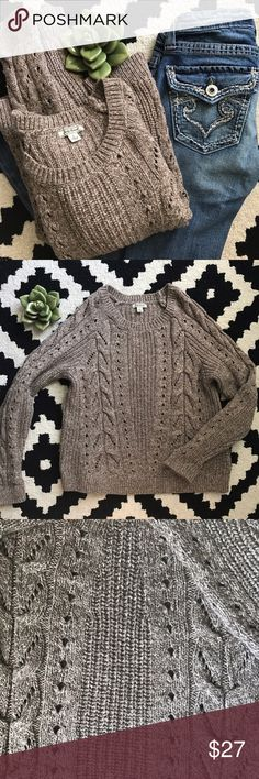 "Lucky Brand Chunky Knit Pullover Sweater Lucky Brand chunky knit pullover sweater.   Measures 22"" long.  Tag says Large, but in my opinion it's more of a medium..  61% cotton, 31% polyester, 8% wool.   Excellent condition. Lucky Brand Sweaters Crew & Scoop Necks"