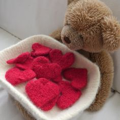 Crafty knitted felt heart Valentine's Day present | eHow UK
