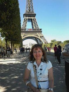 Fotografía: Susana Graciela Bergh Building, Versailles, Tour Eiffel, Towers, Vacations, Pictures, Buildings, Construction