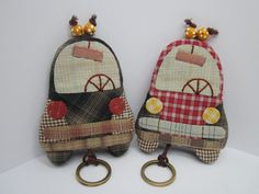 Tienda/taller de patchwork y tienda on-line - Patchwork Shop and Workshop and on-line store Key Bag, Key Pouch, Sewing Crafts, Sewing Projects, Japanese Patchwork, Key Covers, Patch Quilt, Key Fobs, Sewing For Kids