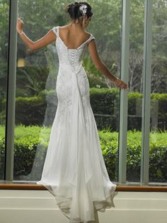 love Love LOVE the back of this wedding dress!