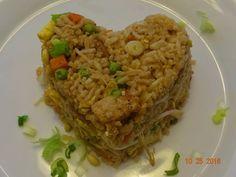 ARROZ FRITO CON CERDO ESTILO CHINO Ingredientes: 2 tazas de arroz blanco previamente cocido, si es de otro día, mejor. 2 libras de carne de cerdo en cubitos previamente frita con sal y pimienta. 1 …