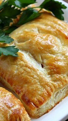 pastry Recipes Savory - Turkey, Mushroom and Bacon Puff Pastry Pockets. Turkey Recipes, Beef Recipes, Whole Food Recipes, Cooking Recipes, Vol Au Vent, Savory Pastry, Savoury Pies, Pastry Dishes, Choux Pastry