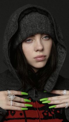 Billie Eilish, Chica Cool, Celebrity Wallpapers, Vogue Covers, Nature Wallpaper, Luxury Wallpaper, Mobile Wallpaper, Female Singers, Pretty People