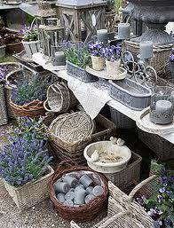 in un giardino ogni oggetto avrà un bel fiore...