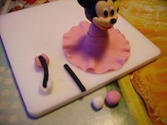 Tartas, Galletas Decoradas y Cupcakes: Miska Mouska Mickey Mouse! Mini Mouse Cake, Mickey Mouse Cake, Fondant Cupcake Toppers, Cake & Co, Cake Decorating Tutorials, Pasta Flexible, Birthday Candles, Sweets, Disney