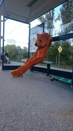 De Uitdeelbeer gaat met de metro