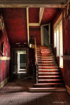 The color red- abandoned house Abandoned Buildings, Abandoned Property, Abandoned Mansions, Old Buildings, Abandoned Places, Stairway To Heaven, Belle Photo, Stairways, Architecture