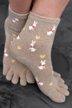 Today (7/28) is Beatrix Potter's birthday! These Bunny Love toe socks totally remind me of Peter Rabbit! UPDATE: we regret to inform you that this style has been discontinued and is no longer available.