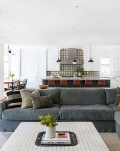 88 Stunning Decorating Ideas For Small Living Rooms 2018 Grey living room Gray living room Living room furniture Couches living room Sectional sofa ideas Leather sectional Living Room Furniture Layout, Living Room Sectional, Interior Design Living Room, Living Room Designs, Living Room Decor, Sectional Sofa, Kitchen Interior, Living Room White, Beautiful Living Rooms