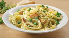 Fettuccine with chicken and green peas.