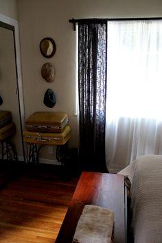 #Inspiratie: #vintage inrichting van een #huis in L.A. Mede door de oude #koffers op de #slaapkamer heeft de #inrichting echt iets vintage en #werelds.