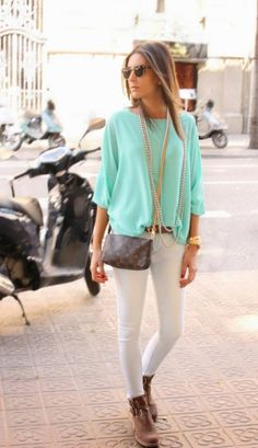 love the colors Low Barcelona Chic Gorgeous Mint Shirt by BCN Fashionista Mode Chic, Mode Style, Looks Chic, Looks Style, Casual Chic, Look Fashion, Womens Fashion, Fashion Trends, Modern Fashion