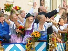 """Girls in Dirndl's in the """"Einzug der Wiesnwirte"""" on the opening day of the 2011 Oktoberfest"""