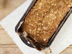 Haferflocken-Walnuss-Kuchen | Kalorien: 322 Kcal - Zeit: 40 Min. | http://eatsmarter.de/rezepte/haferflocken-walnuss-kuchen