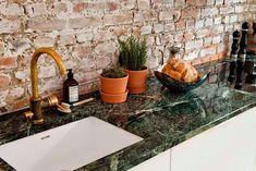 green countertops and a brass faucet Kitchen Interior, Home Interior Design, Interior And Exterior, Kitchen Design, Brick Wall Kitchen, Kitchen Backsplash, Gold Kitchen, Backsplash Ideas, Scandinavian Home Interiors