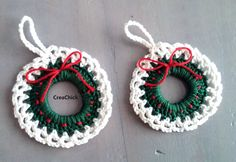 Kerstkrans ornament haken. Voor in de kerstboom. Gratis patroon. crochet christmas wreath ornament. Free pattern.